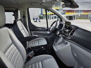 So sánh Ford Tourneo với các mẫu minivan trong phân khúc MPV 4