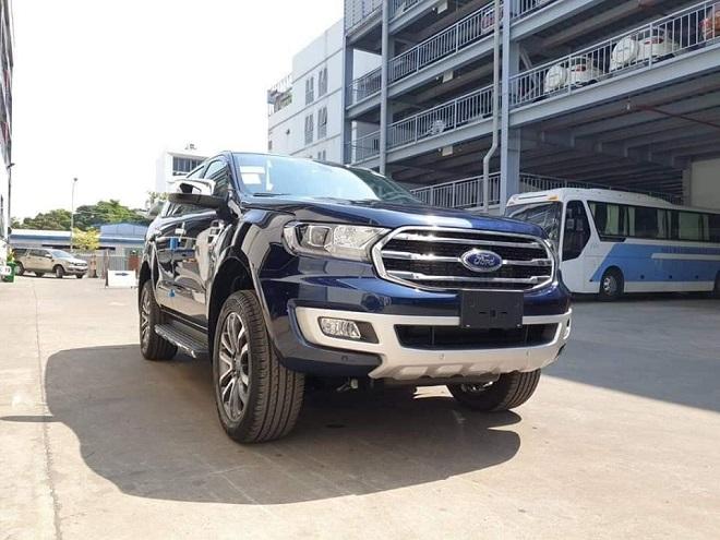 Ford Everest Titanium 2.0L Bi-Turbo hai cầu số tự động: giá bán & giá lăn bánh