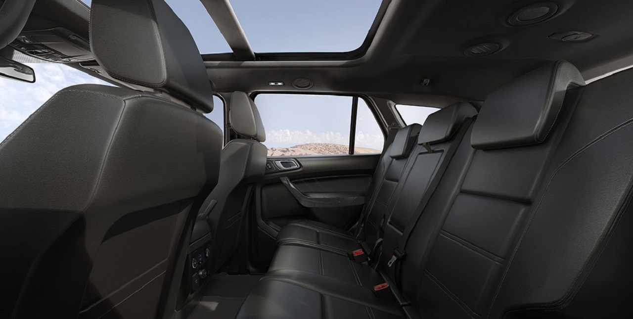 Ford Everest không gian rộng rĩa hiện đại