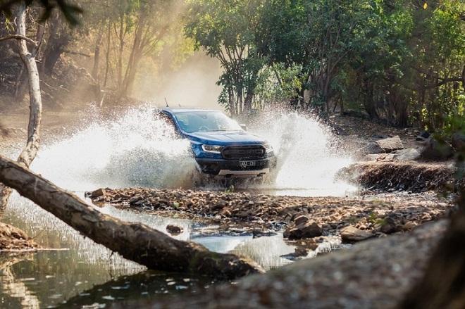 Ford Ranger Raptor vua bán tải trên đường đua offroad 5
