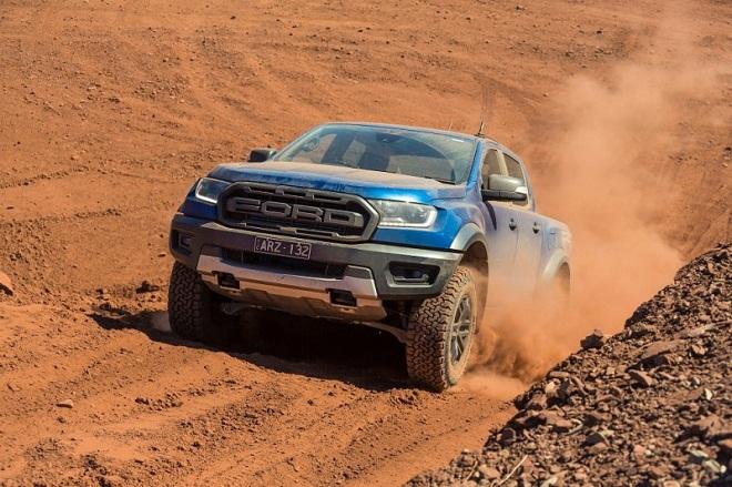 Ford Ranger Raptor vua bán tải trên đường đua offroad 6