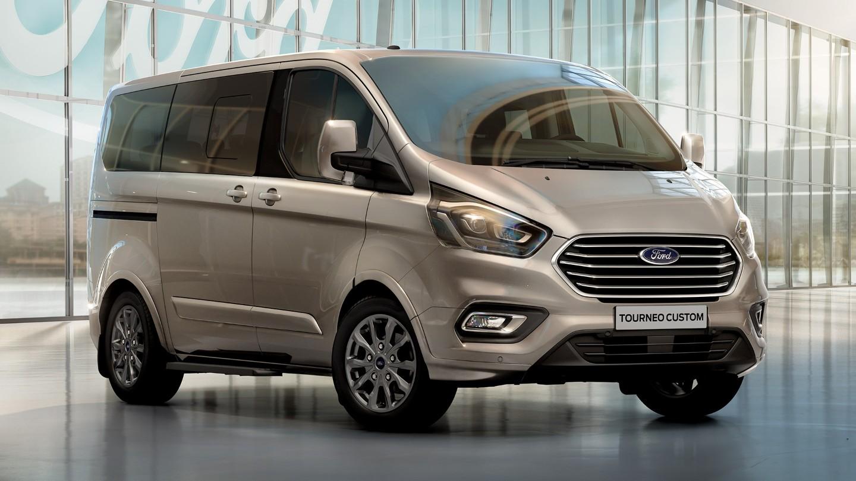 So sánh Ford Tourneo với các mẫu minivan trong phân khúc MPV