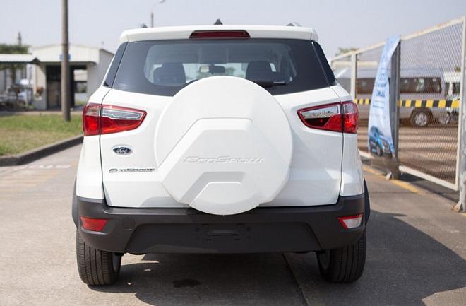 Tại sao Ford Ecosport chỉ có một bên đèn lùi?