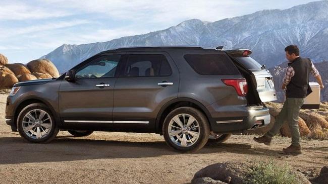 Nên chọn mua Ford Explorer hay Toyota Land Cruiser Prado? 5