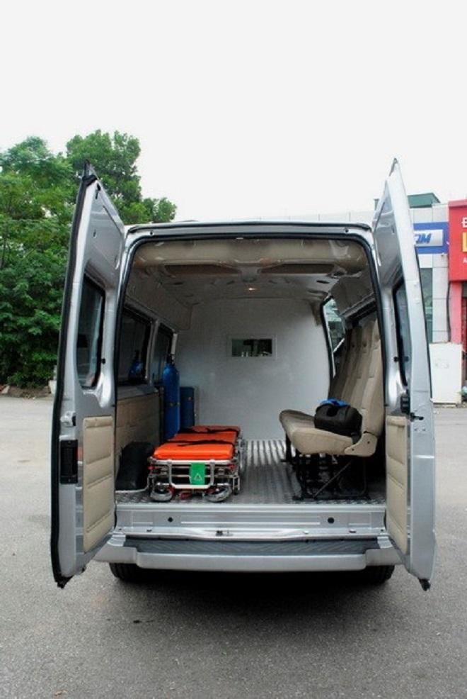 Ford Transit cứu thương nhập khẩu, lắp ráp: Giá xe & trang thiết bị y tế 16