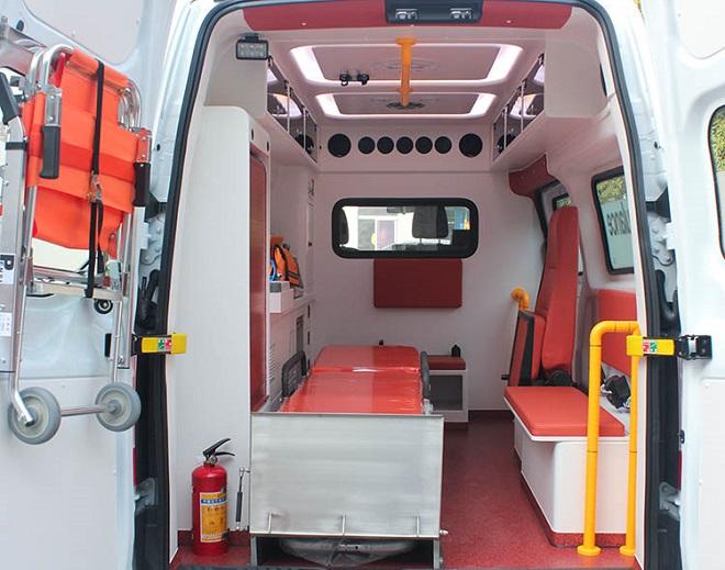 Ford Transit cứu thương nhập khẩu, lắp ráp: Giá xe & trang thiết bị y tế 18