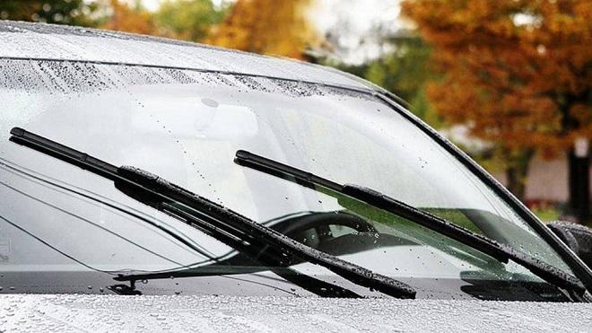 Nước rửa kính ô tô không lên và cách khắc phục
