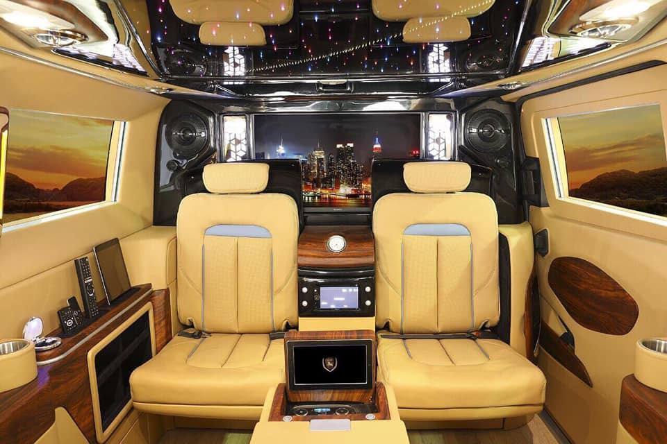 Ford Tourneo Limousine bản độ hạng sang trong phân khúc MPV 13