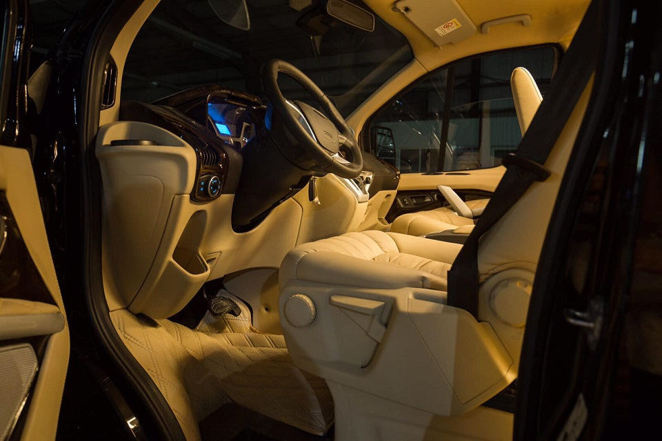 Ford Tourneo Limousine bản độ hạng sang trong phân khúc MPV 5