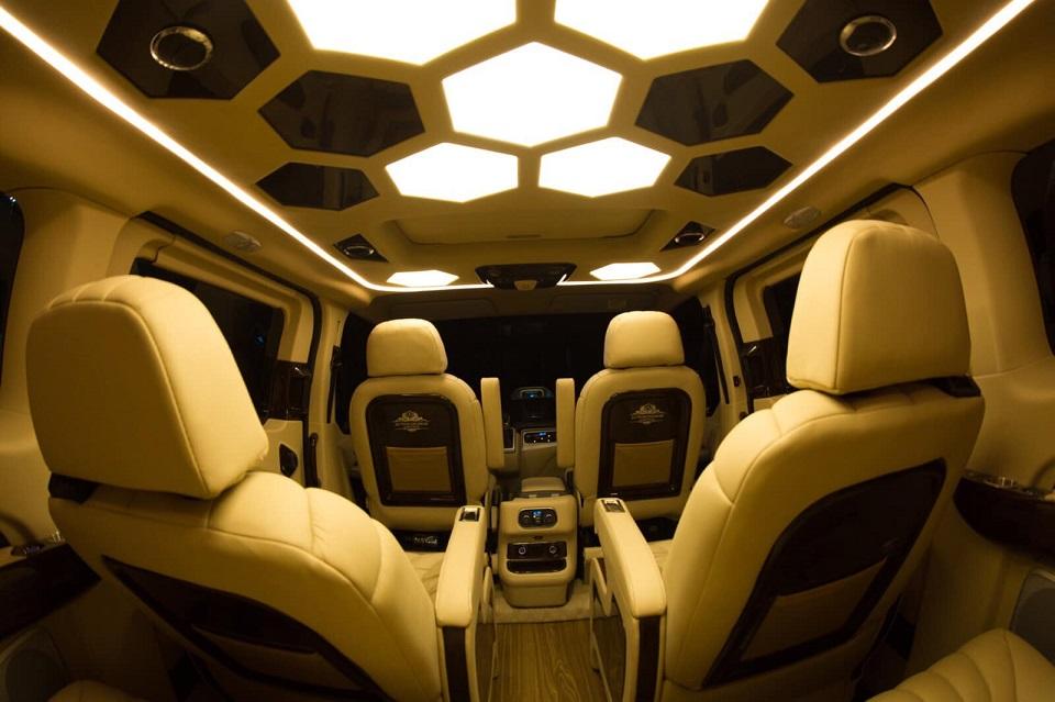 Ford Tourneo Limousine bản độ hạng sang trong phân khúc MPV 7