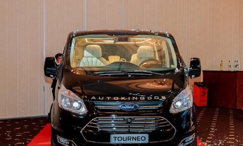 Ford Tourneo Limousine bản độ hạng sang trong phân khúc MPV 1
