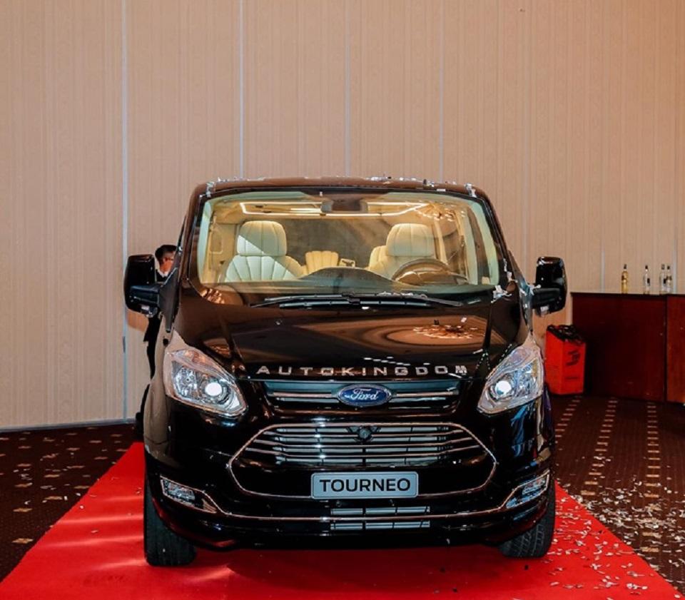 Ford Tourneo Limousine bản độ hạng sang trong phân khúc MPV