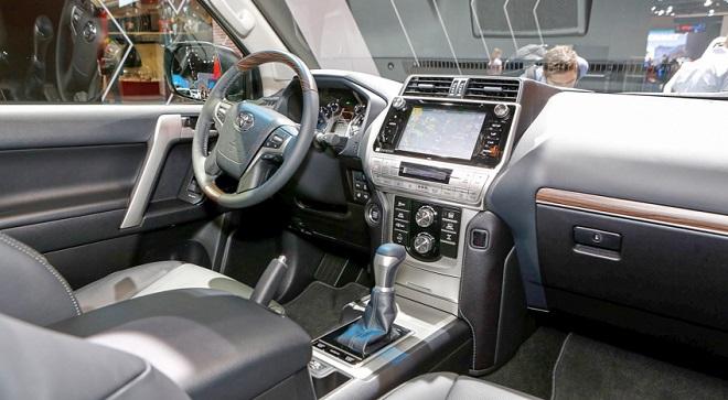 Nên chọn mua Ford Explorer hay Toyota Land Cruiser Prado? 4