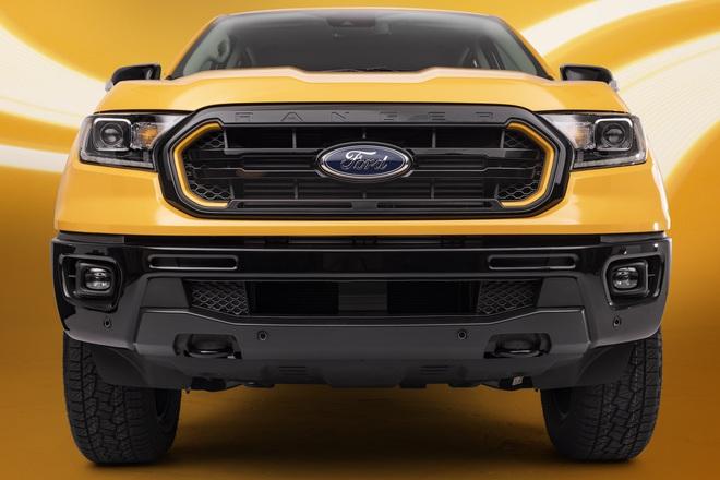 Ford Ranger màu cam rực rỡ 2