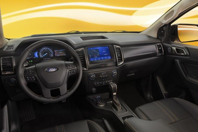Ford Ranger màu cam rực rỡ 3