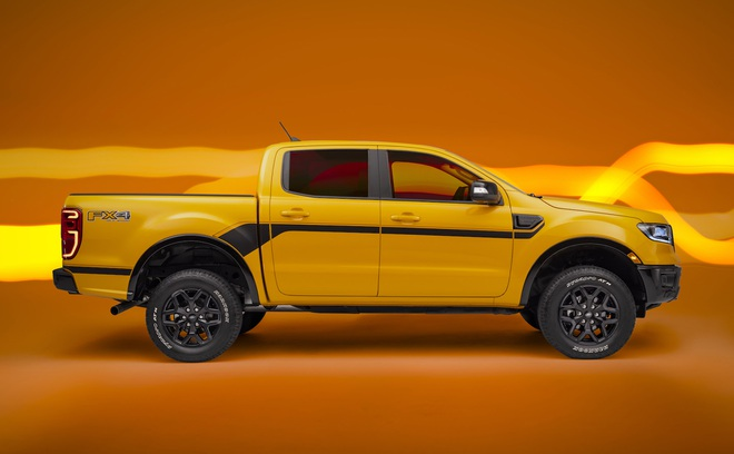 Ford Ranger màu cam rực rỡ 4