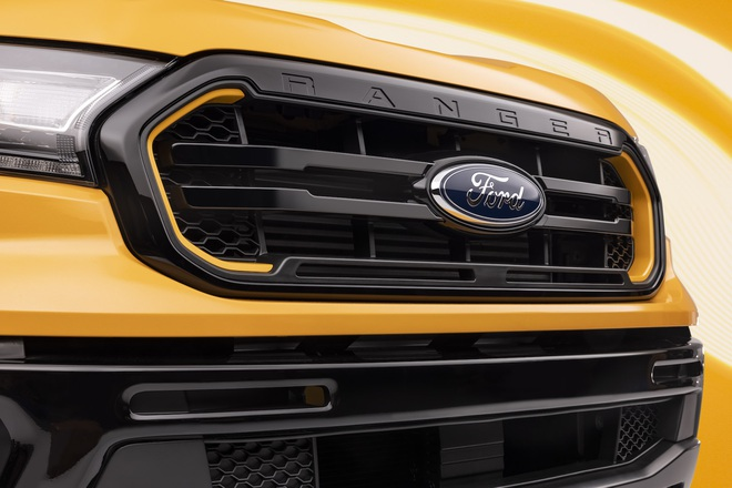 Ford Ranger màu cam rực rỡ 5
