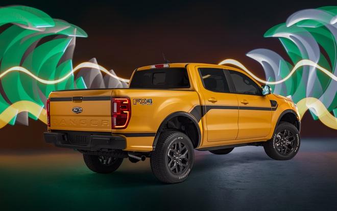 Ford Ranger màu cam rực rỡ 1